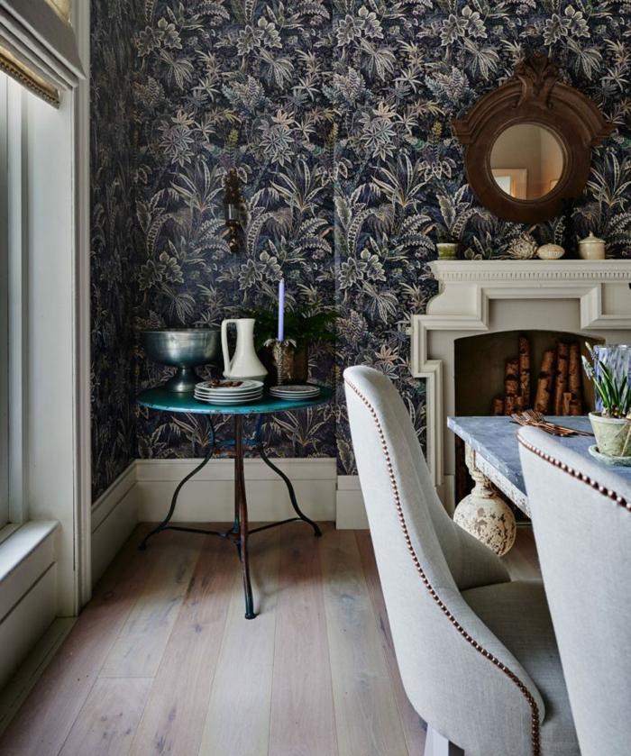 ideas decoracion comedor en estilo vintage, paredes decoradas con papel pintado en motivos florales, decoracion de salones pequeños abiertos al comedor