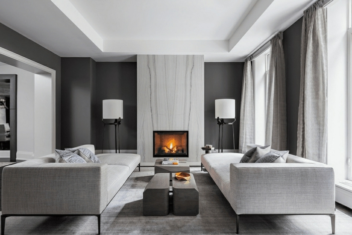 salones con paredes grises oscuros, cortinas de lino en gris y sofás comodos, ideas salones modernos