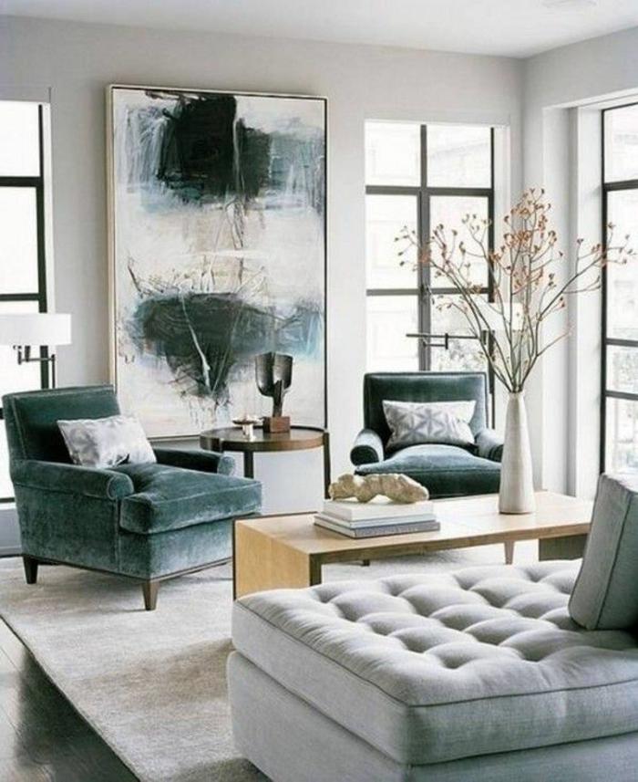 decoración de salon comedor moderno, salón decorado en blanco y diferentes tonos del gris, grande pintura apoyada en el suelo