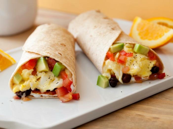 propuestas sobre recetas de cocina casera, envueltos llenos de verduras y huevos fritos muy simples de hacer