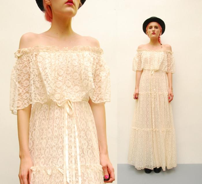 idea original vestido boho, vestido largo de encaje color marfil, hombros caídos y pelo recogido en trenza a un lado