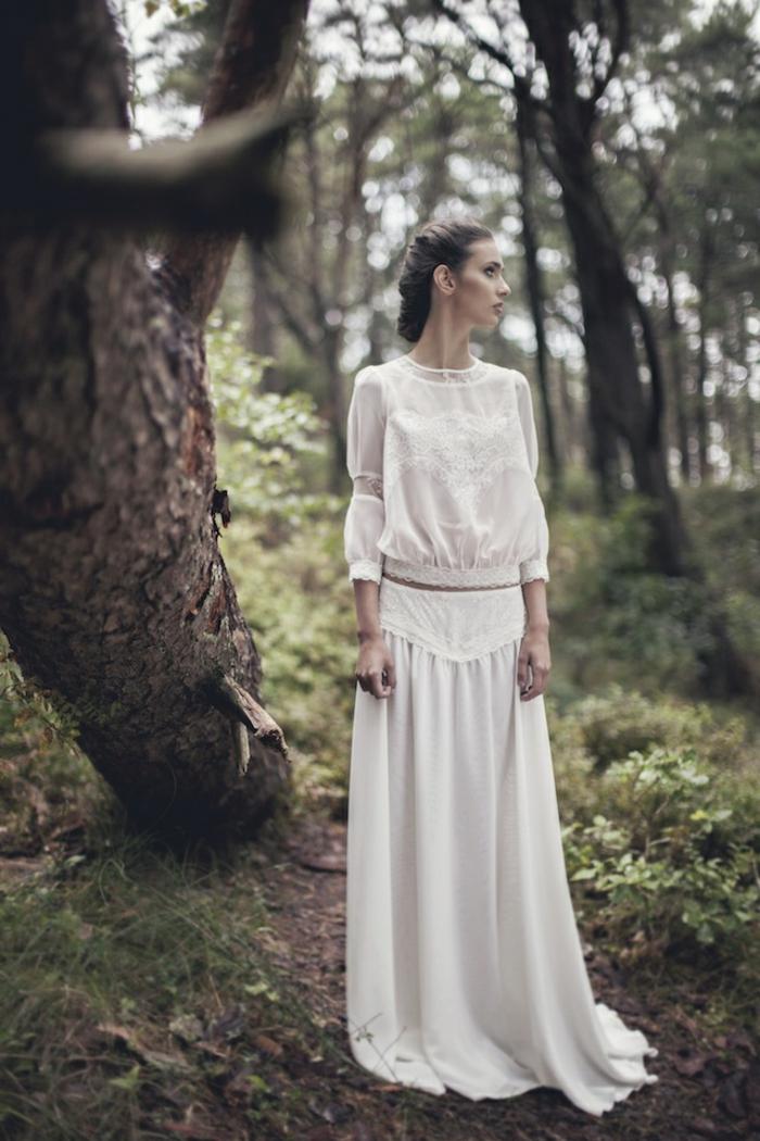 preciosa propuestas en dos piezas, vestidos novia hippie modernos, pelo recogido en moño bajo trenzado