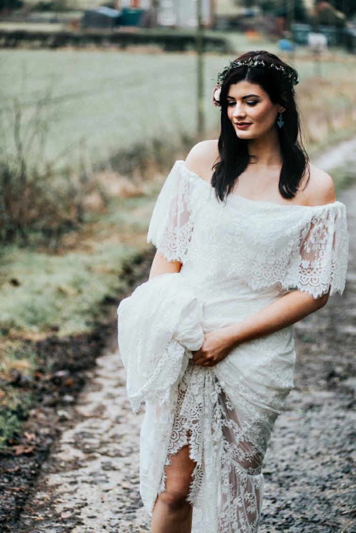 vestido boho de diseño encantador, tendencias vestidos de novia 2018, vestido de encaje con hombros descubiertos