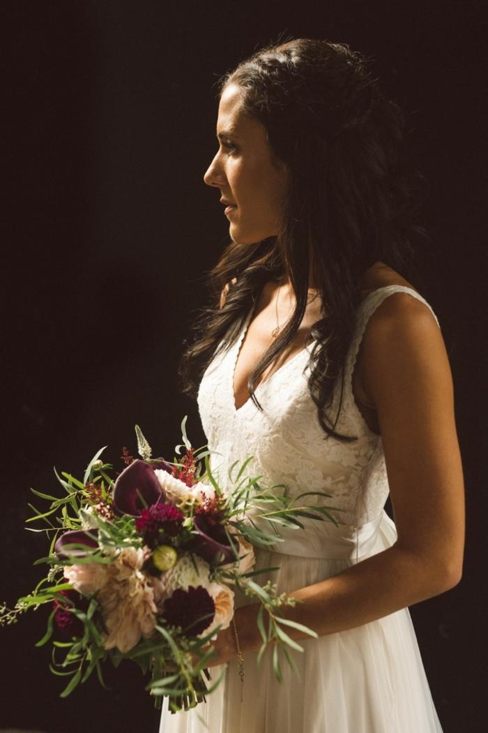 vestido bonito de diseño sencillo con parte superior de encaje, vestido hippie largo en color blanco perla
