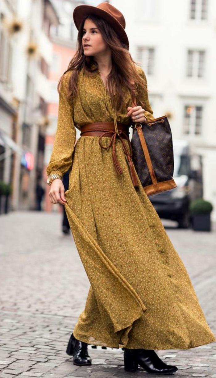vestidos ibicencos baratos y modernos, vestido largo en color ocre con estampado de flores pequeños y cinturón bonito en marrón