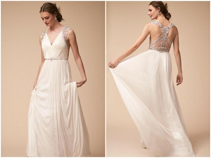 precioso ejemplo de vestido hippie con un toque romántico, espalda semidescubierta con ornamentos en plateado