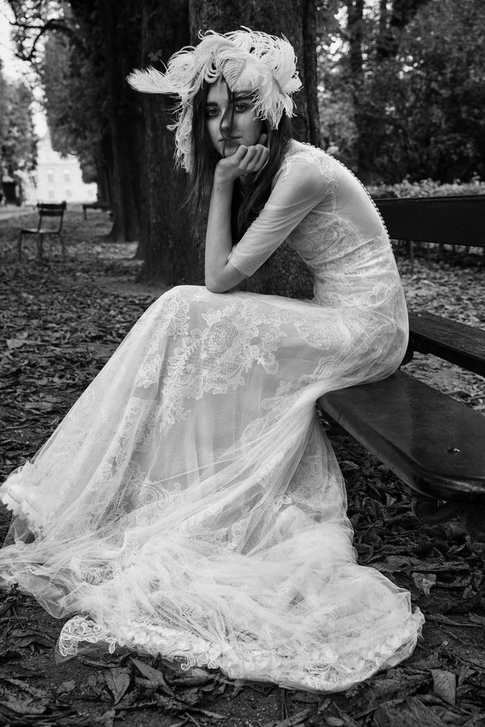 propuesta extravagante vestido hippie, corona de plumas para la cabeza, vestido de tul con bordado de flores