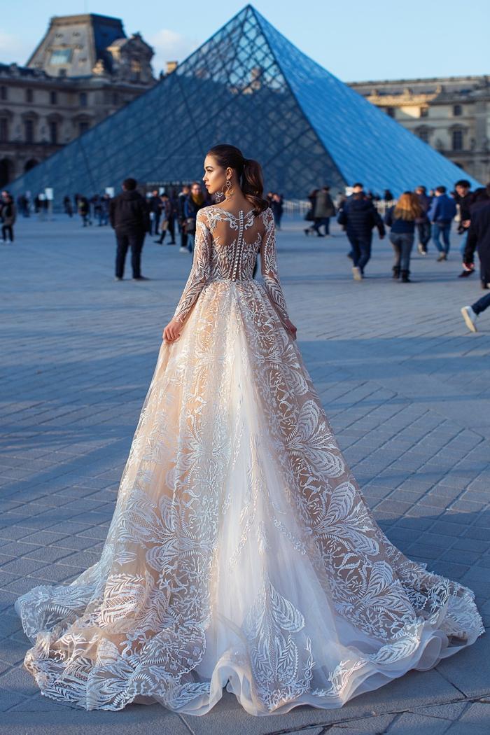 increíble diseño de vestido de novia con cintura muy alta y grande falta, corte princesa y parte de encaje, vestidos de novia con encaje 2018