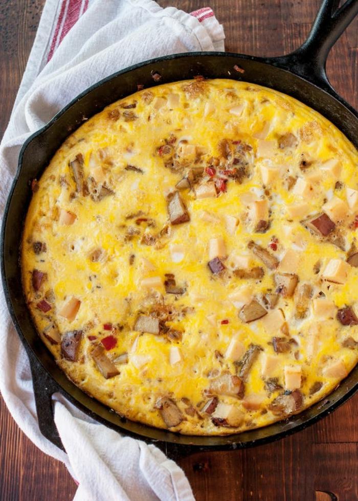 tortilla con batata, cebolla roja y queso gauda, ideas de comidas de verano faciles y rapidas paso a paso
