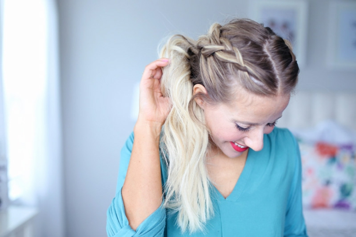 como hacer una coleta original con trenzas paso a paso, ejemplos de peinados con coleta con tutoriales