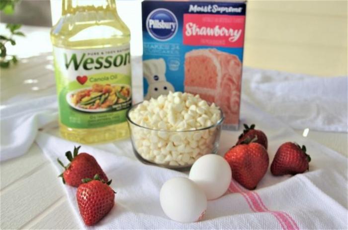 productos necesarios para hacer galletas de fresas, aceite vegetal, fresas, huevos recetas de cocina casera
