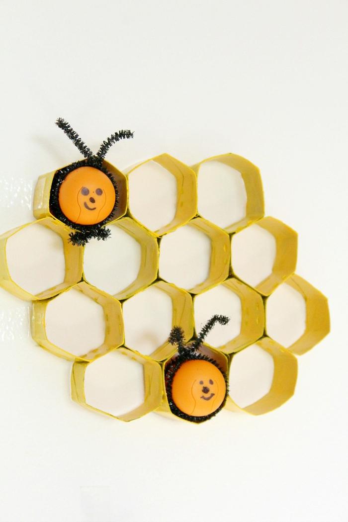 decoracion-para-la-pared-dormitorio-infantil-manualidades con rollos de papel higiénico-para-niños-y-adultos-abejas-decorativos
