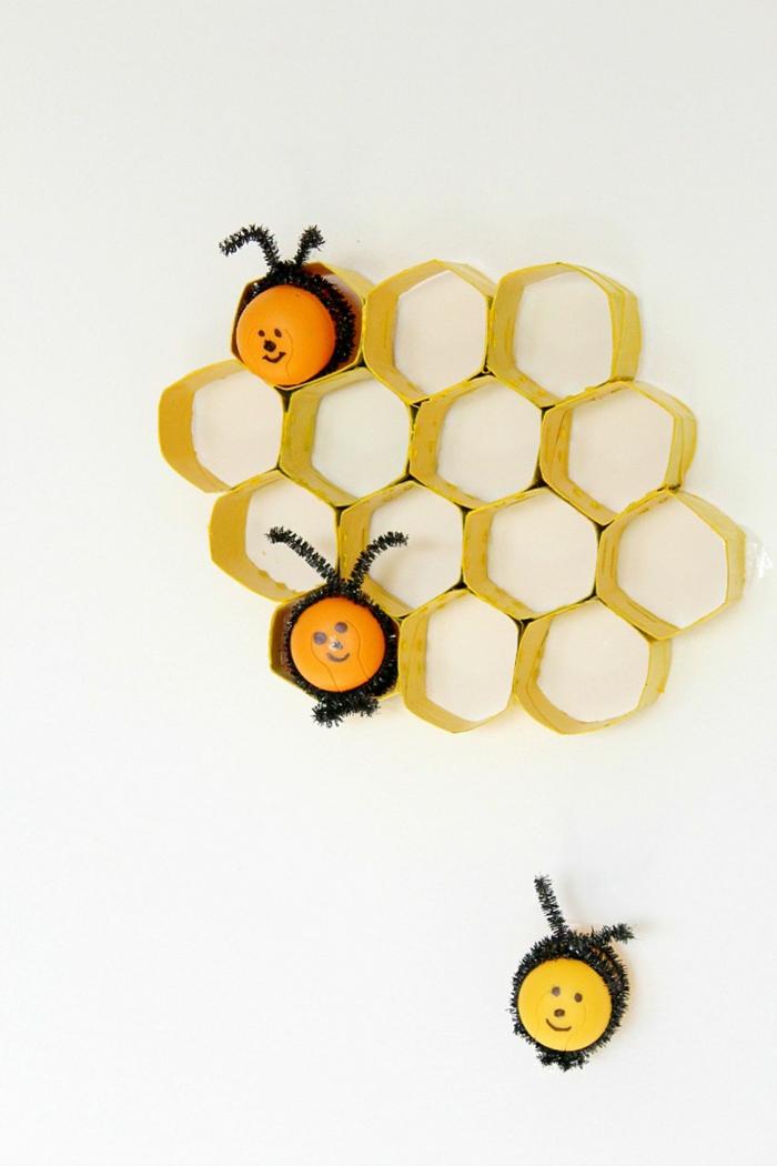 manualidades con rollos de papel higiénico-decoracion-de-cubos-de-papel-higienico-con-abejas-ideas-DIY