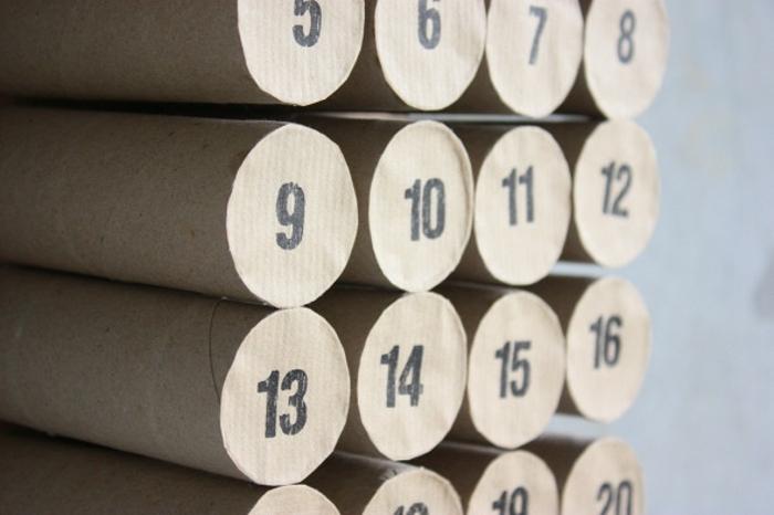 manualidades con rollos de papel higiénico, calendario de adviento DIY de rollos de papel higiénico, ideas DIY navidad
