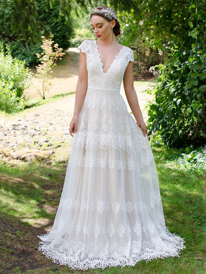 vestidos de novia con encaje en estilo bohemio, vestido elegante de diseño sencillo, escote en v y falda de encaje