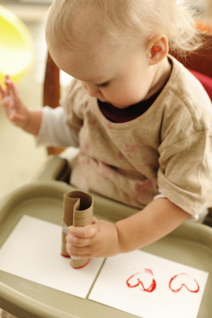manualidades para los pequeños, como hacer un sello de un tubo de carton paso a paso, manualidades con rollos de papel higienico