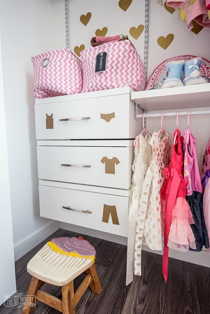 decoracion habitacion bebe y habitación niña, precioso armario de una niña decorado con detalles en dorado