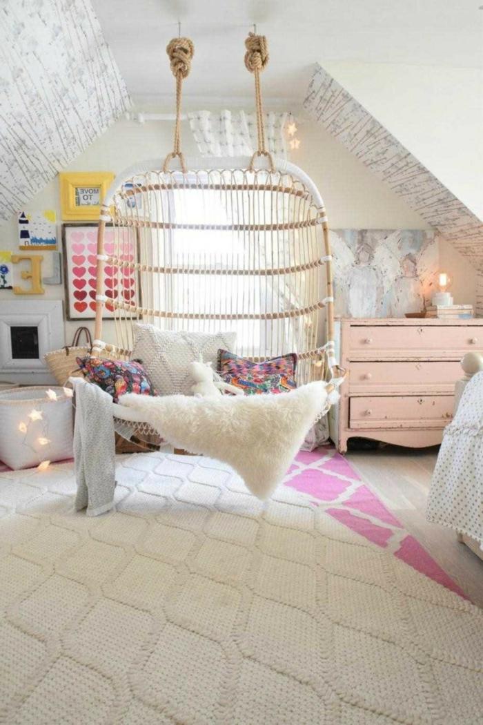diseño de encanto decoracion habitacion bebe, cuña colgante de mimbre con detalles en colores pastel, lamparillas en forma de estrellas
