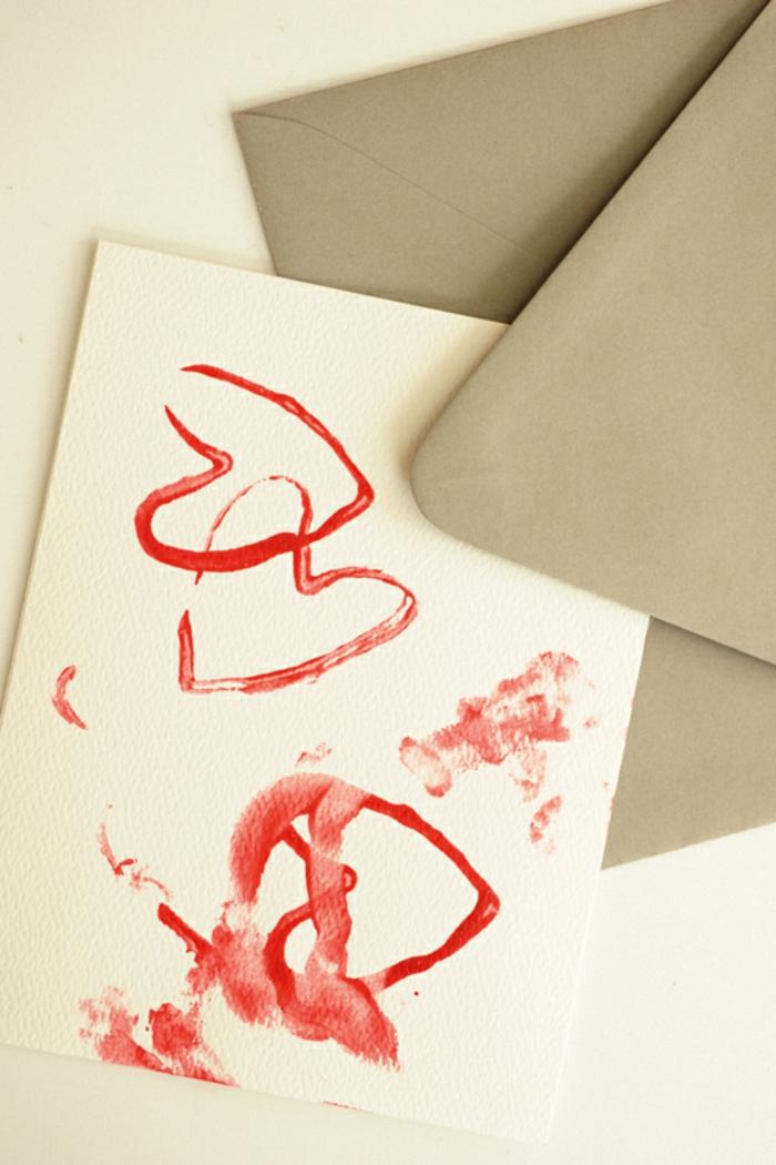 preciosas ideas manualidades con rollos de papel higienico para niños y adultos, como hacer un sello casero con pintura roja y cubos de carton