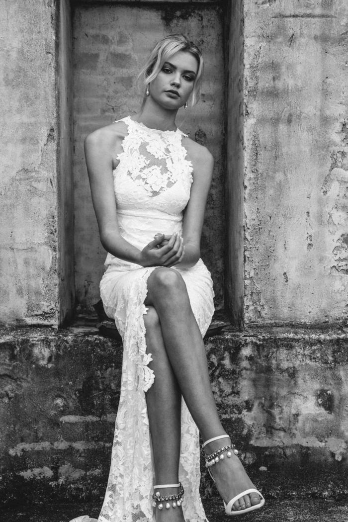 vestido novia romantico de encaje con ilusión y grande hendidura, vestido con encaje en blanco nuclear