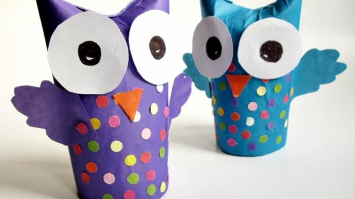 como hacer manualidades con rollos de papel higiénico paso a paso, buhos simpáticos en lila y azul