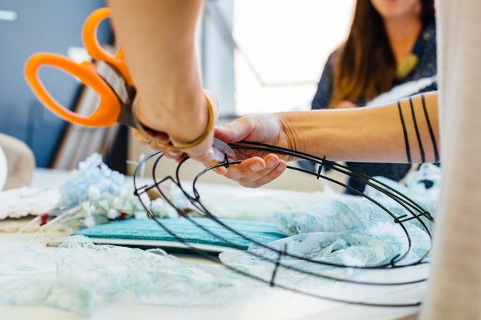 ejemplos sobre como hacer atrapasueños en estilo bohemio con materiales que tenemos a la mano