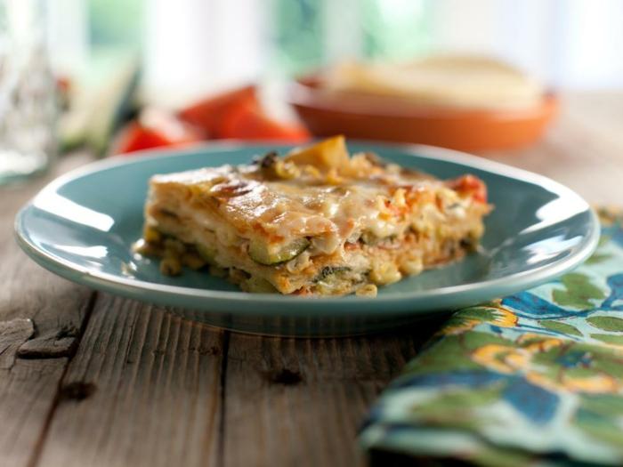 cenas ricas para tu familia, lasagna vegetal con queso, calabacinos y verduras, comidas para hacer en 30 minutos