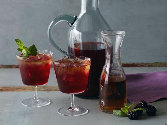 recetas faciles para comer de bebidas frescas para el verano, licor con jugo de zarzamoras, ideas fáciles y rápidas