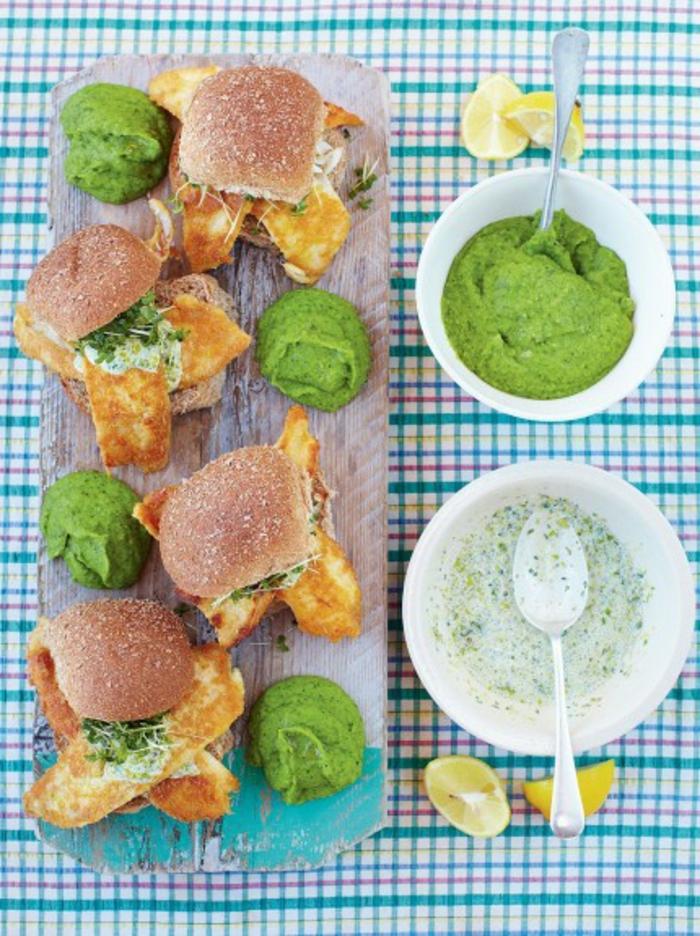 propuestas de encanto, bocadillos pequeños con queso empanado y pesto casero con limones, recetas faciles y sanas