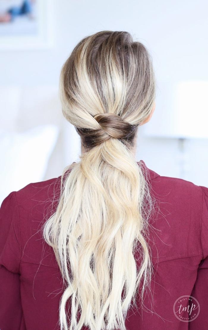 coletas para bodas y ocasiones formales, pelo muy largo ondulado rubio recogido en coleta baja