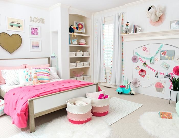 habitación de encanto decorada en blanco con detalles decorativos coloridos, ideas habitacion bebe niña