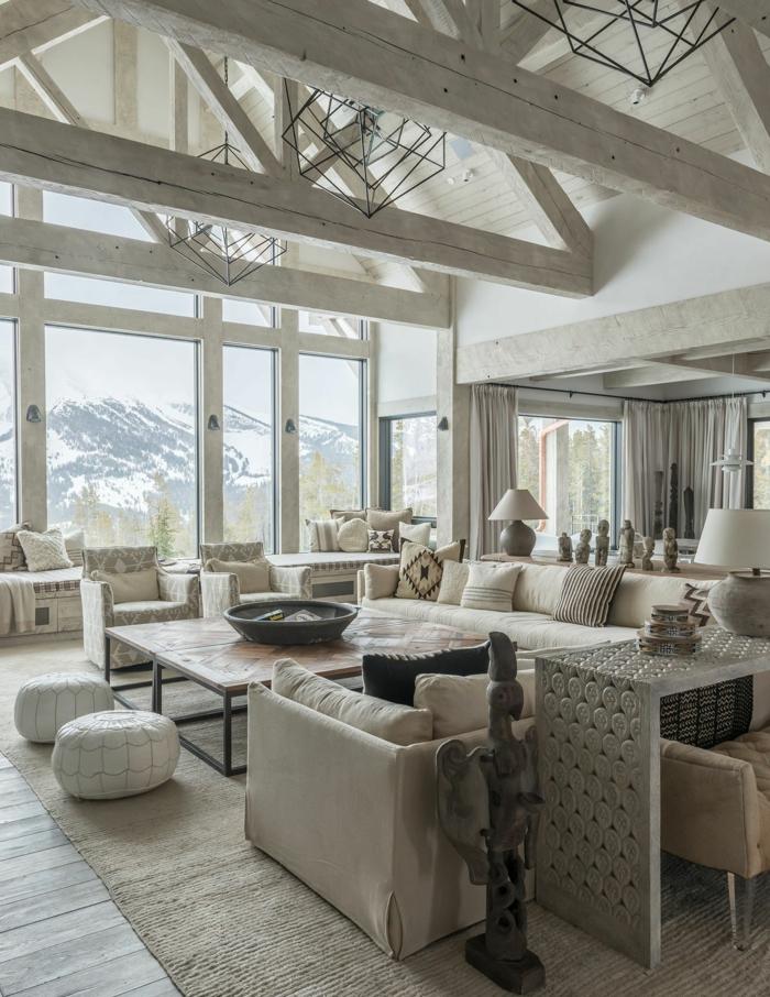 grande salon decorado en beige claro con ventanales y bonita vista, salones rústicos con muebles modernos tendencias 2018