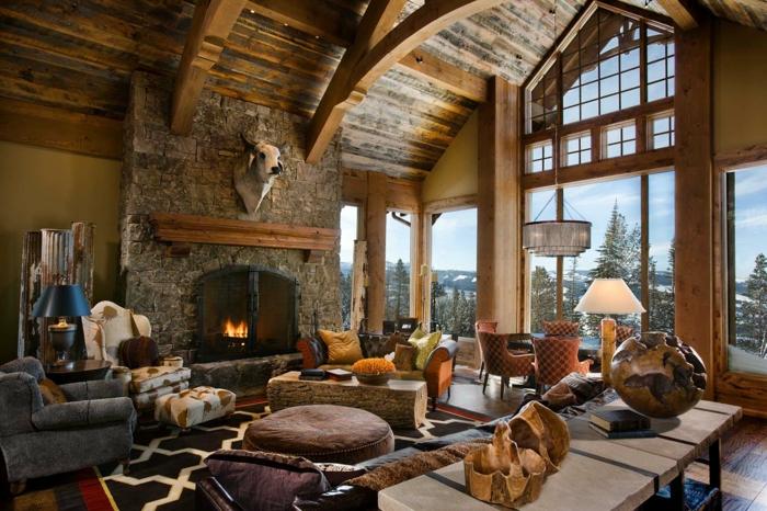 decoracion salon comedor rustica, espacio acogedor con techo alto de madera, grandes ventanales con vista y mubles vintage