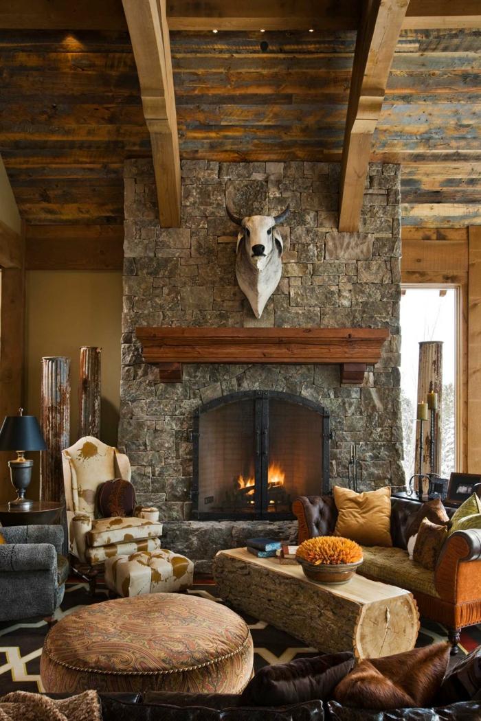 salon rústico con elementos de madera y piedra, salones modernos con chimenea con ambiente acogedor y cálido