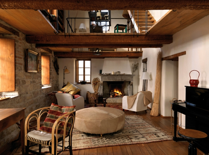 salon acogedor decorado en colores cálidos, salones modernos con chimenea y paredes de piedra