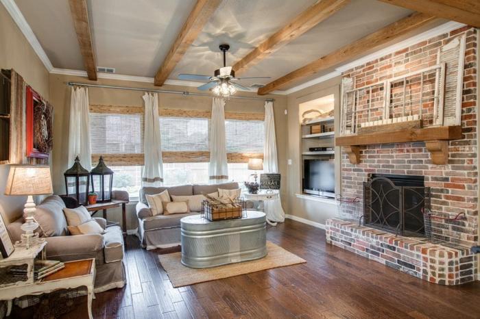 salones rusticos modernos, bonito salón con elementos de madera y ladrillo, suelo de parquet y techo con vigas