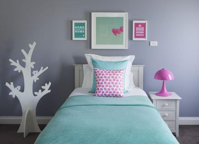 ideas habitacion bebe niña, paredes en gris con cuadros decorativos, detalles en verde menta y rosado