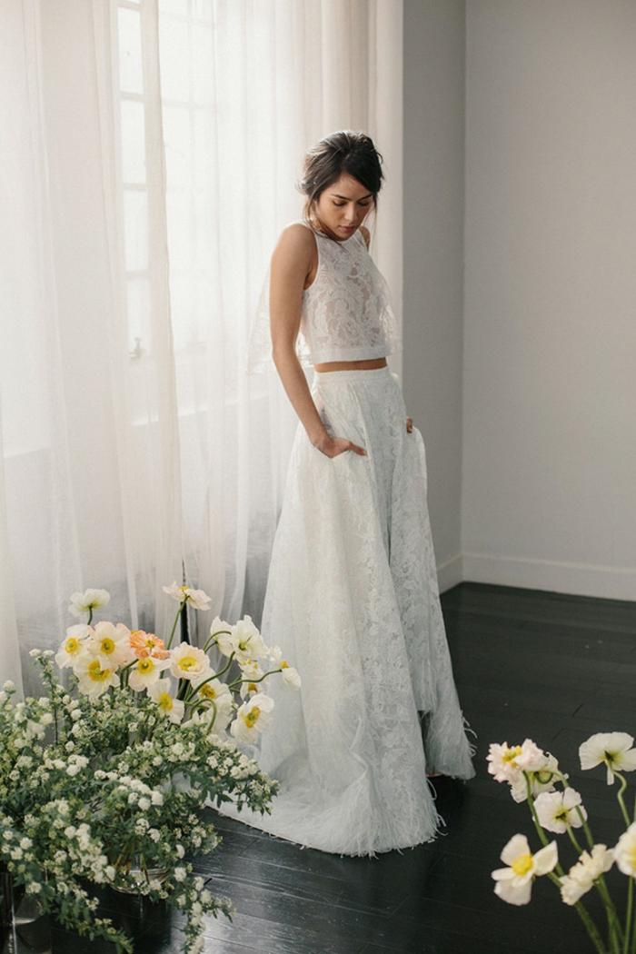 tendencias vestidos de novia hippies, vestidos de novia informales en dos piezas, falda y parte superior de encaje