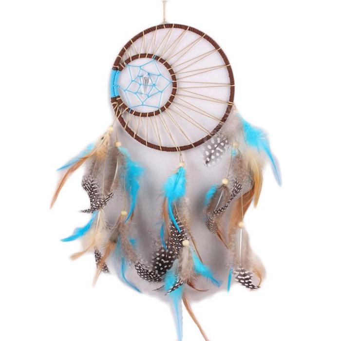 ideas de manualidades para niños y adultos, atrapasueños con grandes plumas en azul, dos aros de madera de diferente tamaño