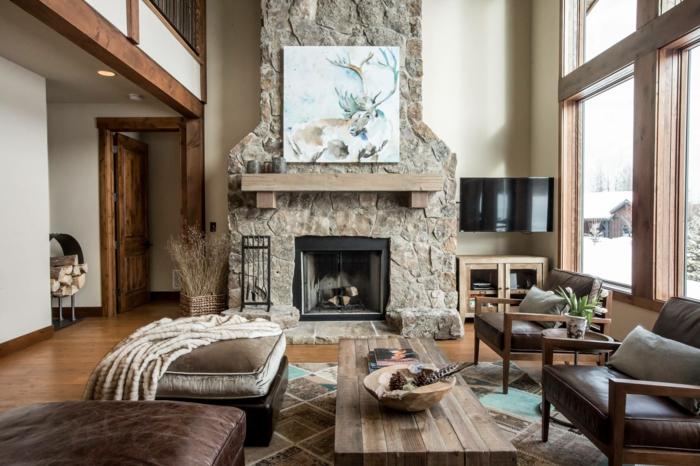 salon acogedor con grande chimenea de le;a, muebles vintage tapizados de terciopelo y decoracion en tonos terrosos, fotos de salones rusticos modernos