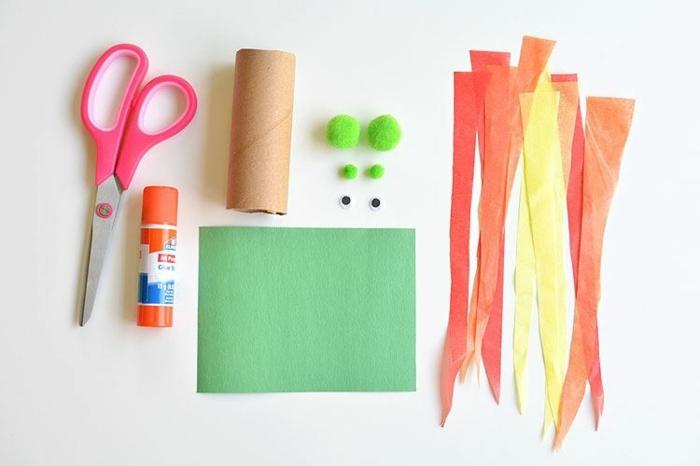 materiales necesarios para elaborar dragones de rollos de papel higiénico, tijeras, pegamento, papel en verde, manualidades rollo papel higienico