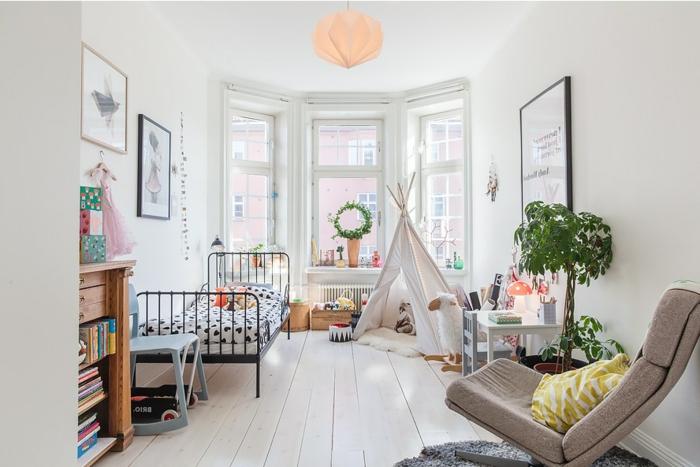 dormitorios de niñas decorados con estilo, dormitorio con paredes en blanco, grandes ventanas y suelo de pared