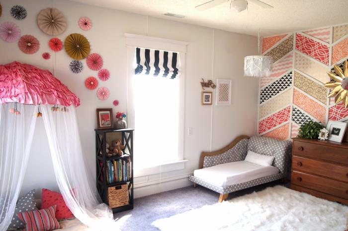 preciosa manera de decorar un dormitorio de niña, decoración de flores de papel y otros elementos coloridos, ejemplos de cuartos de niñas modernos