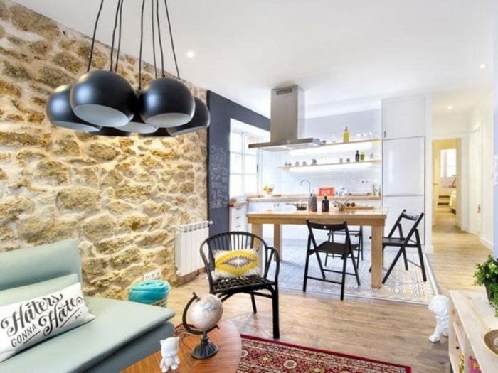 salon moderno decorado en tonos claros con paredes de piedra, decoracion vintage salon moderno
