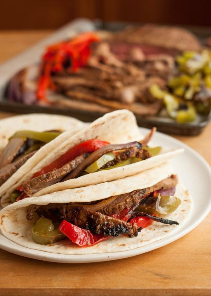 recetas verano rápidas y ricas que te llenarán, tortillas con carne de ternera y pimientos rojos y verdes