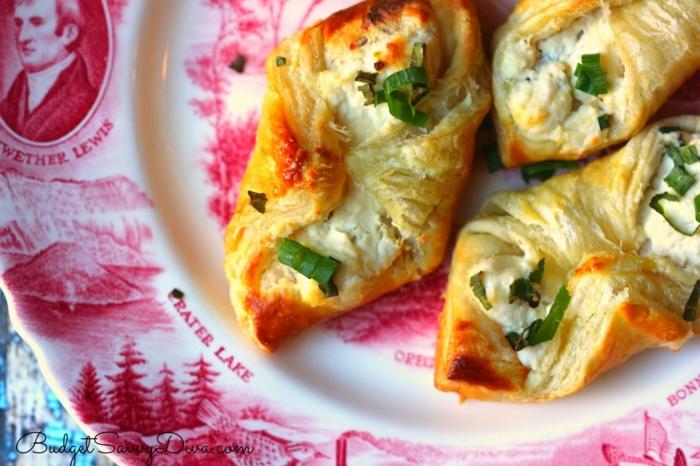 recetas faciles para desayunar, empanadas con queso y huevos y cebolla verde, ideas de comida facil de preparar
