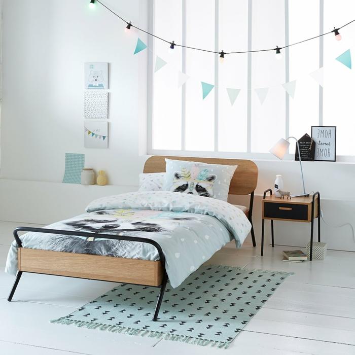 decoración agradable de una habitación para niñas según las últimas tendencias, dormitorio decorado en blanco y verde menta