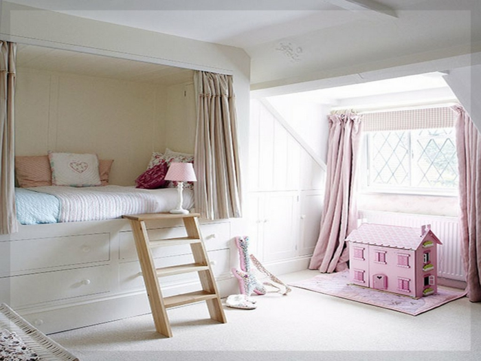 ejemplo encantador de dormitorio juvenil niña, habitación en beige con elementos en rosado
