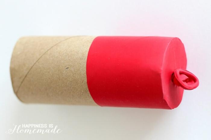 ideas creativas para decoración de fiestas, manualidades con tubos de papel higienico, tubo de cartón tapado con globo en verde