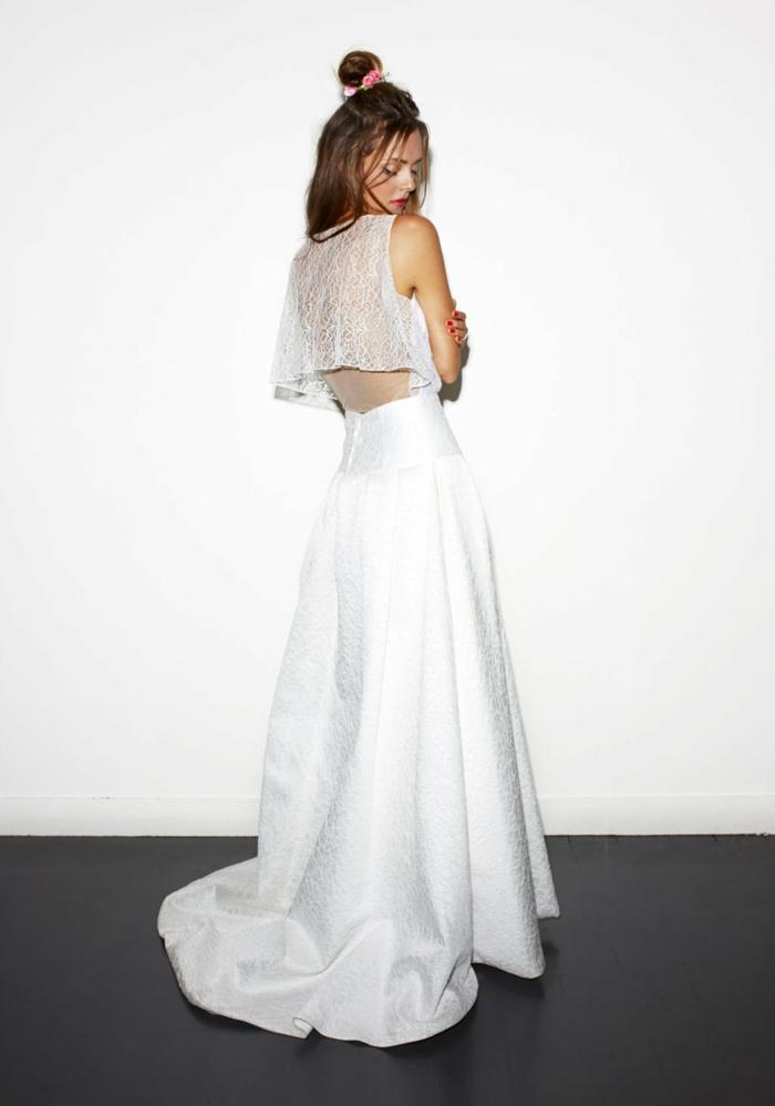 vestidos de novia informales de dos piezas, falda amplia en blanco nuclear y parte superior de encaje en la espalda